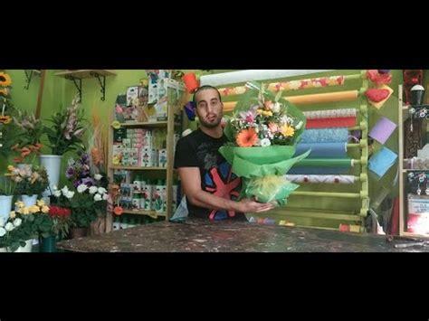 come confezionare un mazzo di fiori lezione 9 de il fiorista confezionare un mazzo di fiori