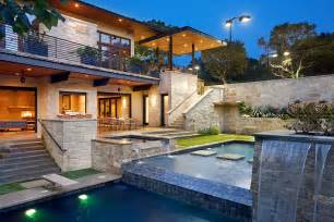 Modern Lake House of incredible pool elevations and fountains in front of the house