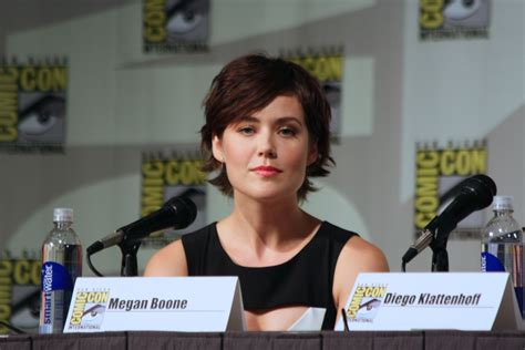 the actress thatnplays lizzie on blacklist file the blacklist megan boone jpg wikimedia commons