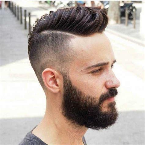 coupe de cheveux homme a la mode look hipster pompadour