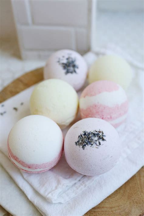 Handmade Bath Bomb - fool proof bath bombs via abeautifulmess