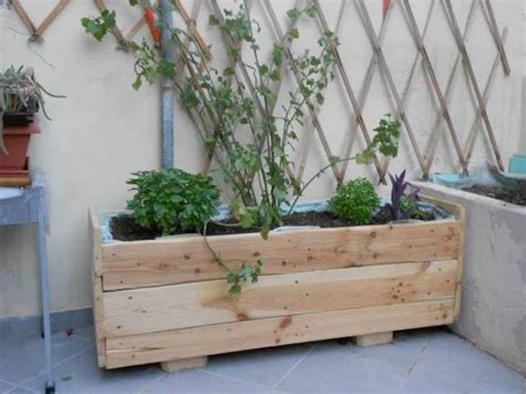 agréable Support Jardiniere Pas Cher #1: faire-une-jardiniere-en-palette-pas-cher.jpg