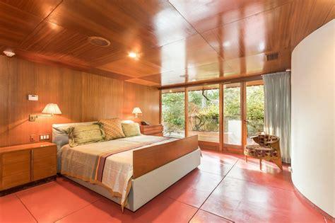 lloyds bedrooms own frank lloyd wright s horseshoe shaped tirranna home