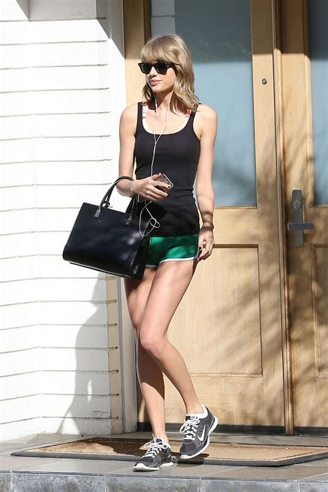 taylor swift beverly hills house taylor swift leaves her mothers house in beverly hills 13 fabzz