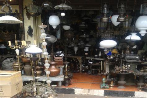 Barang Antik Mahal pasar barang antik jl surabaya disukai warga negara asing