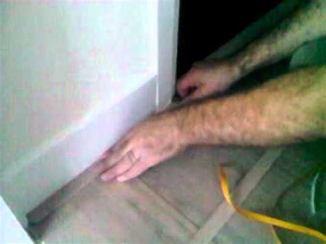 floorshop legservice het plaatsen van plakplinten doe je