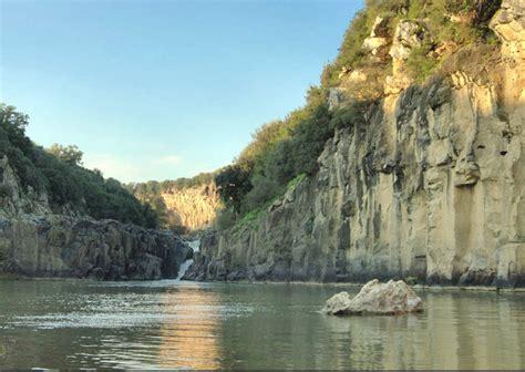 fiume fiora vulci tra archeologia e natura viaggiare in agriturismo