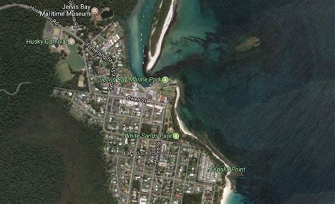 boat r huskisson boat capsizes after dramatic jervis bay rescue south