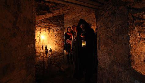 explore underground vault in edinburgh ghostly underground walking tour edinburgh mercat tours