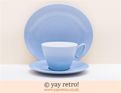 24368 Blue Set Sml gaydon picnic set in basket vintage shop retro china glassware kitchenalia textiles