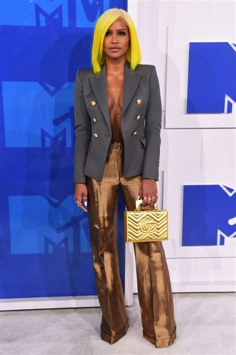 Guess Which Mtv Awards Presenter This Pair Of Stunners Belong To The Great Gam And The Gorgeous Studded Clutch by 2016 Mtv Awards In New York City 05