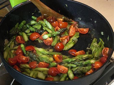 come cucinare gli asparagi con la pasta gnocchi con asparagi e pomodorini ricette light melarossa