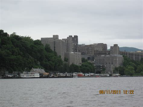 boat ride from nyc to bear mountain jetskiing on the hudson river