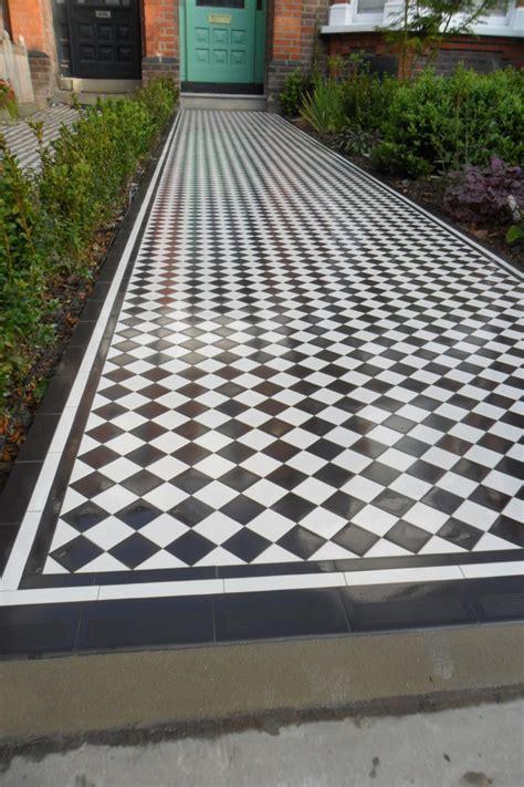 Checkerboard   Black and White Victorian Pathway NW66DA