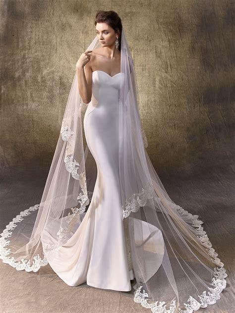 simple minimalist plain white dress wedding gown