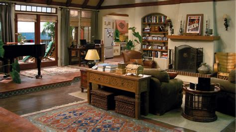 two and a half men house can you name the tv show from the living room