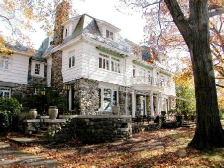 chappaqua n y a hamlet in a woodsy setting the new bill hillary clinton s chappaqua ny home house ideas