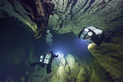 best scuba diving lights top 7 best dive lights of 2018 the adventure junkies