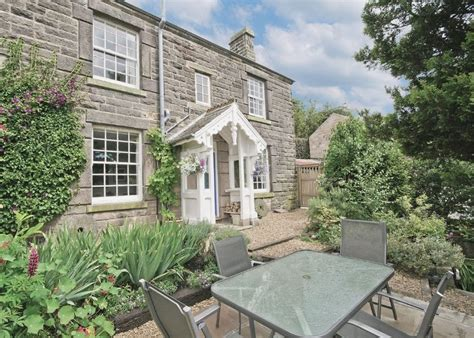 last minute pet friendly cottages in the peak district