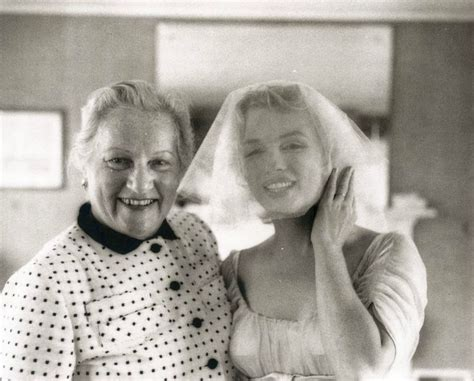 marilyn monroe parents marilyn monroe with arthur miller s mother on her jewish