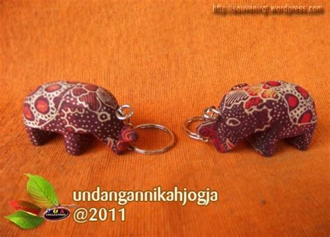 Gantungan Kunci Murah Souvenir Khas Perancis souvenir bl07 batik lukis souvenir kita