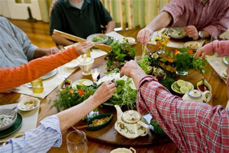 family style dinner lessons from research parenting style and family dinner