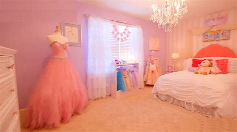 she s a big girl now princess room project nursery little girl with leukemia surprised with princess room