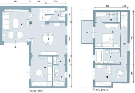 persone fanno l nel letto una casa punta sui contrasti e sul design cose di casa