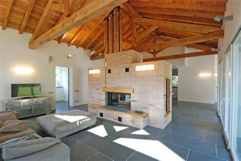 rivestimento tetto in legno roberto silvestri architetto una casa con il tetto in legno