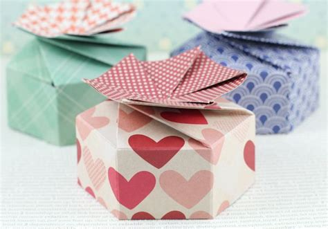 Origami Petal Box - 18 best images about self closing box on
