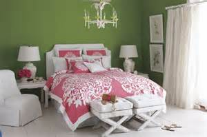 green and pink bedroom decorating with pink and green