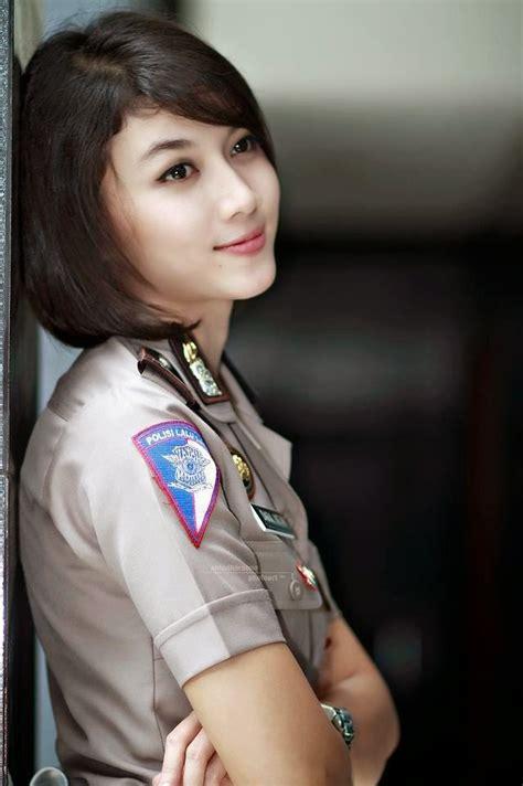 blogger wanita terkenal di indonesia foto polisi cantik indonesia menjadi polisi tercantik di