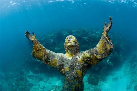 imagenes de la vida bajo el mar 10 estatuas bajo el agua m 225 s misteriosas del mundo