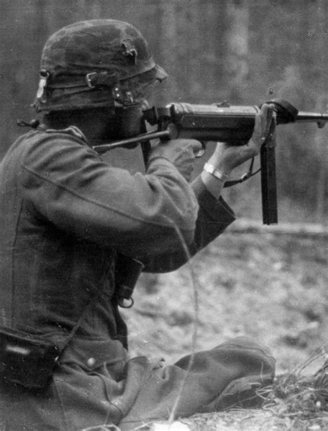 German Soldier and MP-40 (Maschinenpistole 1940) | Achtung