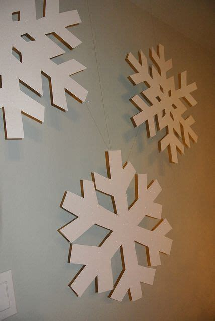 How To Make Hanging Paper Snowflakes - how to make snowflakes
