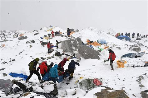 film everest belgium google s dan fredinburg among 17 killed in mount everest