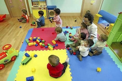 imagenes infantiles niños escuela sin leche ni zumo en los recreos de la escuela infantil de