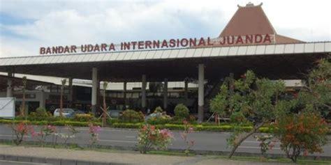 air asia bandung surabaya bandara juanda tutup 4 jam 52 penerbangan delay berita