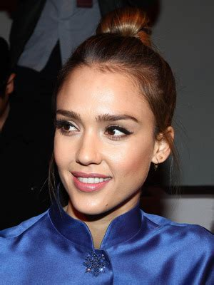 jessica alba's makeup pro shows you how to master the cat