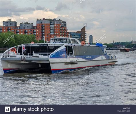 thames river taxi to o2 thames water taxi stockfotos thames water taxi bilder