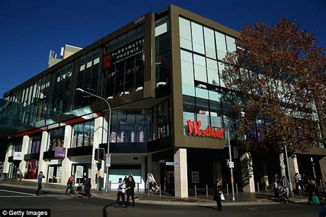australian christmas opening hours for westfield and coles