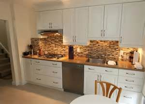 stone kitchen backsplash with white cabinets
