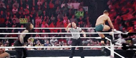 gif roundup: big punches cageside seats