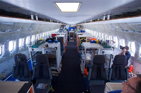 file boeing 787 8 test interior jpg wikimedia commons