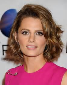 how to do wavy bob hair style stanakatic s hairstyle wavy curly brown bob hairstyle for