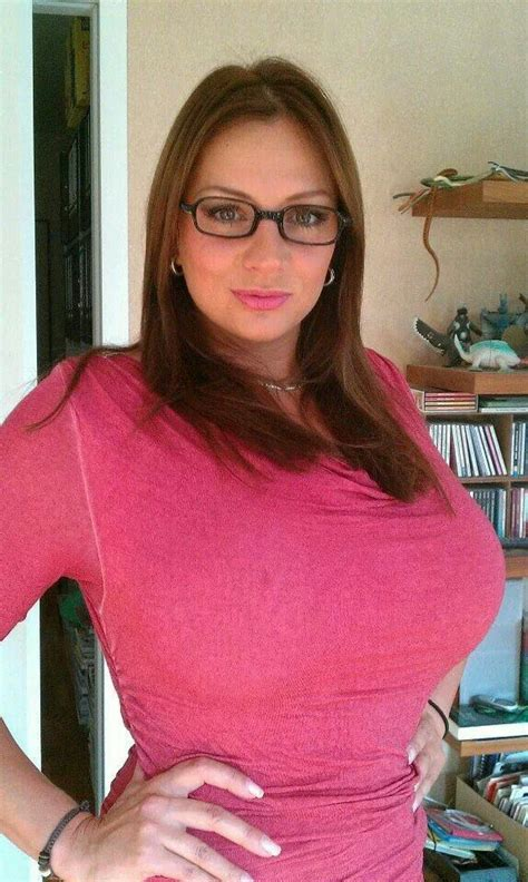 Mukena Avanty nadine jansen glasses