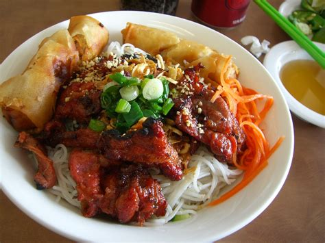 Bun Thit Nuong vermicelli noodles with grilled pork bun thit nuong