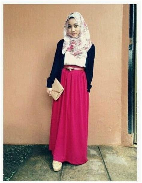 Setelan Kombinasi Cewek 2 style memadukan warna rok dan jilbab agar serasi kumpulan foto cewek cantik berjilbab