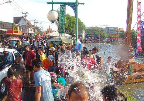 thai new year water festival songkran festival in thailandthe languagecorps