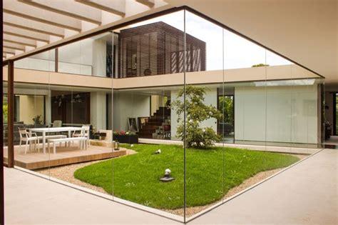Jardin Maison Design by Jardin Int 233 Rieur Entour 233 De Baies Vitr 233 Es Une Maison Design